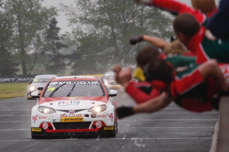 ashley sutton, btcc blog, motorsport blog, mg btcc